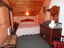 Tweede nostalgisch ingerichte slaapkamer om weg te dromen.