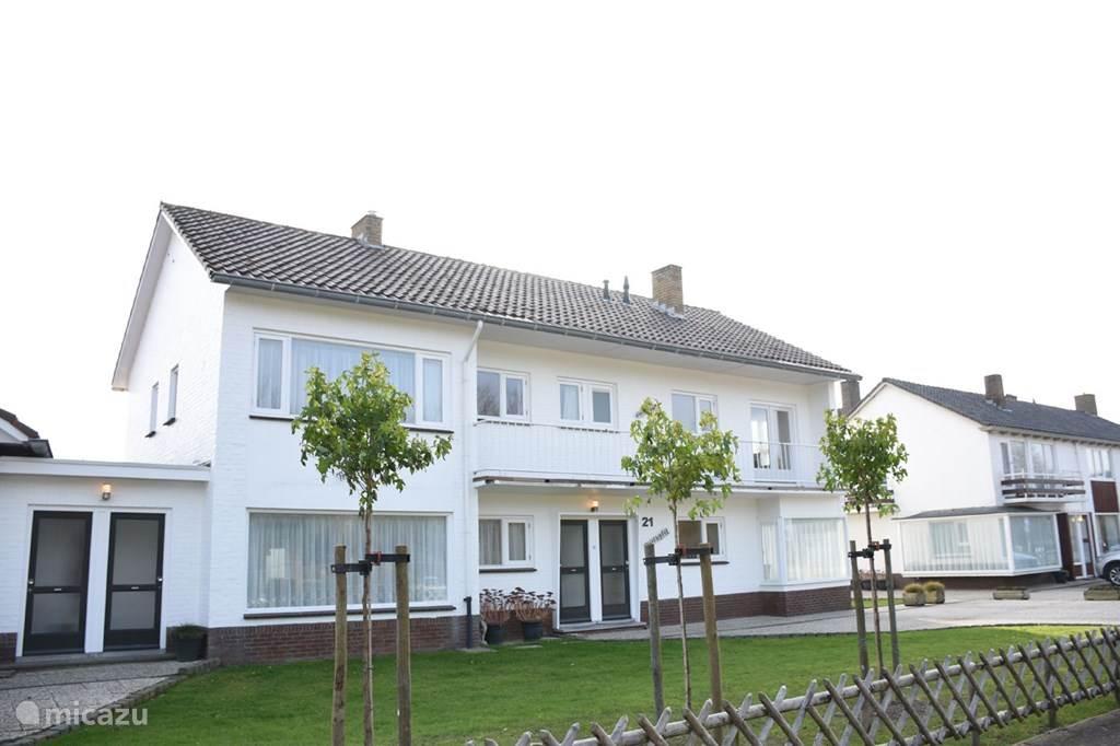 Vakantiehuis Marina direct aan de duinovergang in Cadzand-Bad