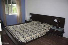 Slaapkamer 1 met tweepersoons bed (160x200)