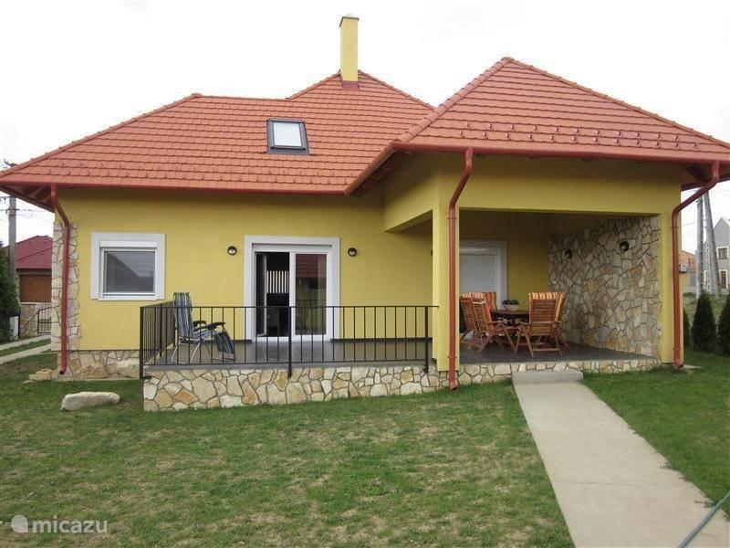 Vakantiehuis Hongarije, Balatonmeer – villa Nieuw modern vrijstaand vakantiehuis