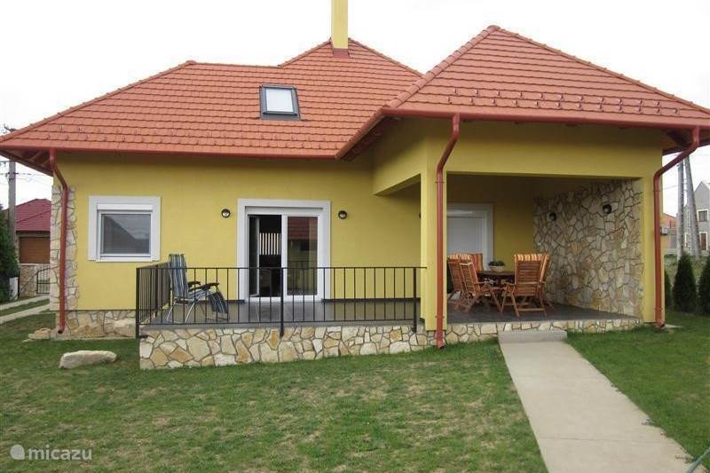 Rent new modern detached house in zanka lake balaton for Modern vacation homes
