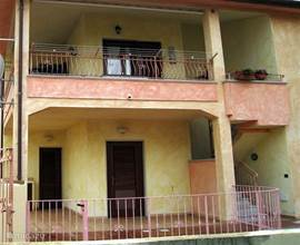 Het appartement bevind zich op de 1ste verdieping. Deze is toegankelijk via een eigen afgesloten ingang.