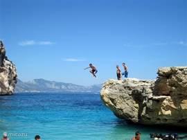 Fietsen, wandelen, watersport, kunst en cultuur, bergen, zon zee en strand? Er is van alles te doen op Sardinië!