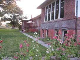 Voorkant van het gebouw.