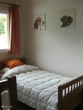 1 bedroom with 2 single beds