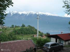 Here you see your own parking belonging to the bungalow. This is also the view of Lake Garda.