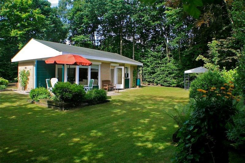 Last minute aanbieding. Nog enkele weken te huur tijdens de zomermaanden. Bungalow en tuin zijn dit jaar onderhanden genomen. Huur nu: 10% korting!!