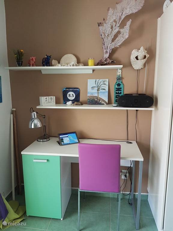 Bureautje in woonkamer