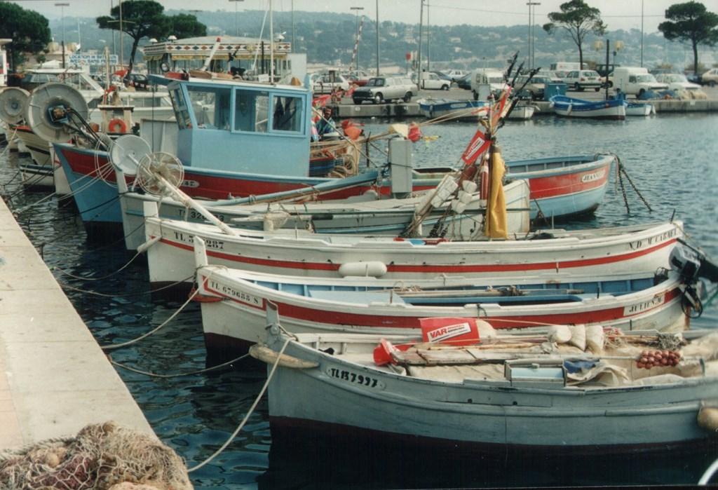 Korting 10% op de week 08-07/15-07-18 (855 ipv 950 euro). Cote d'Azur, maar nog authentiek frans. Op loopafstand van dit zandstrand en van het dorp.