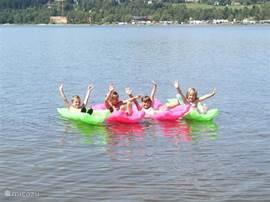 Geweldige zomer voor de kinderen! Het appartement ligt direct aan het meer, dus u (en uw kinderen) hoeven geen drukke weg over te steken!