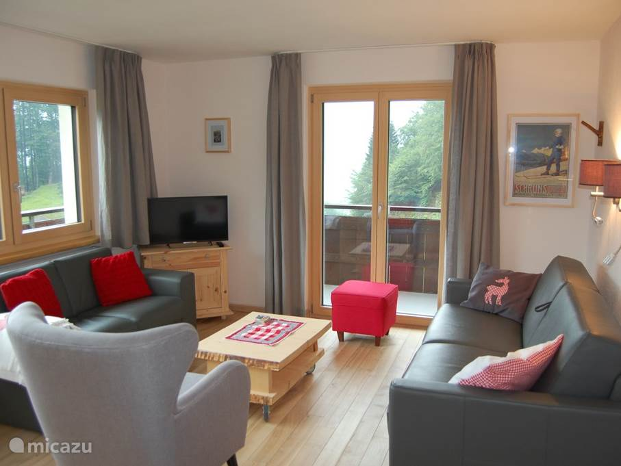The living room features a large 3 seater sofa, 2 seater sofa and a single armchair. So you can sit comfortably with 6 people. The living room is very bright and you have a beautiful view of both the hochjoch as on Bartholome Oberg.
