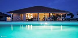 Villa Bista riba Laman met verlicht privézwembad.