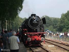 In het eerste weekend van september zijn in Beekbergen de Nationale Stoomdagen. Diverse stoommachines (treinen, maar ook landbouwmachines) kunt u in werking aanschouwen en kunt zelfs een ritje maken....