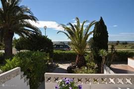 Casa Carima uitzicht, gelegen op de voorst rij direct aan zee en strand.