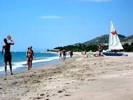 Casa Carima - strand bungalowpark Playa d'or in hoogseizoen