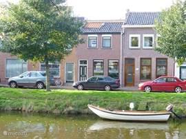 Grachtenwoning, vooraanzicht, met mogelijkheid van een bootje voor de deur