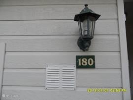 U kunt de lamp aanlaten voor een late thuiskomst.