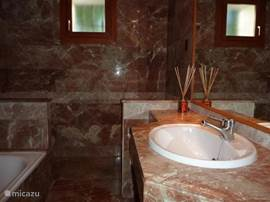 Een van de mooie badkamers met whirlpool