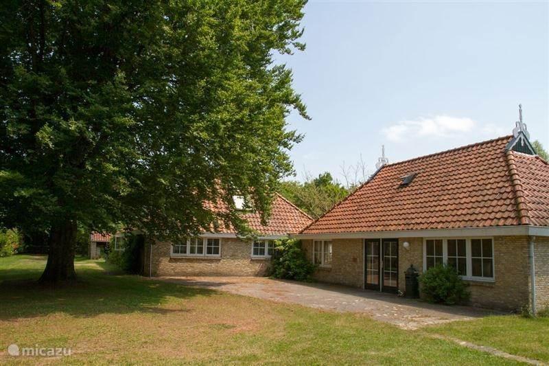 Vacation rental Netherlands, Friesland – farmhouse House de Beukelaer