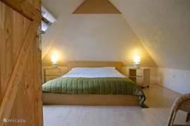Master bedroom met eigen wastafel