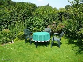 Met recht een groen zitje in de Natuurtuin
