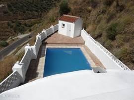 Wauw.....uitzicht op het zwembad en het dal