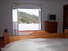Wat een heerlijk uitzicht vanuit de grote slaapkamer op de 1e verdieping