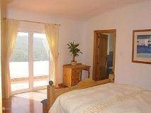 De slaapkamers zijn eenvoudig netjes en vooral schoon ingericht en zijn voorzien van AC.