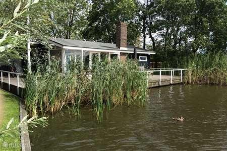 Vakantiehuis Nederland, Friesland, Grouw vakantiehuis Uniek vakantiehuis aan het water