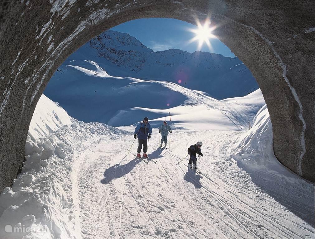 Langste skitunnel van de wereld