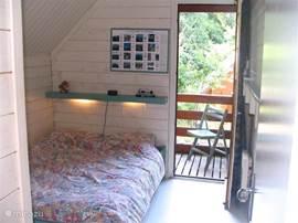 De kleine slaapkamer met eigen terras!