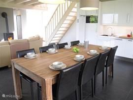 Eettafel en keuken
