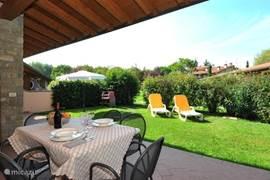 Garden villettas with sunbeds and garden furniture