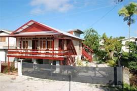 Authentiek goed onderhouden sfeervolle houten Surinaams huis in een veilige, kindvriendelijke omgeving.