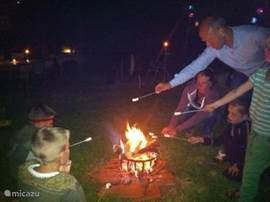 Of course there are also barbecues or campfires with marshmallows (for all ages) and a thrilling campfire story ....