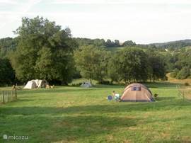 Sans Parure also has a small campsite. On a plot of 1 ha (!) This accommodates a maximum of 6 tents.