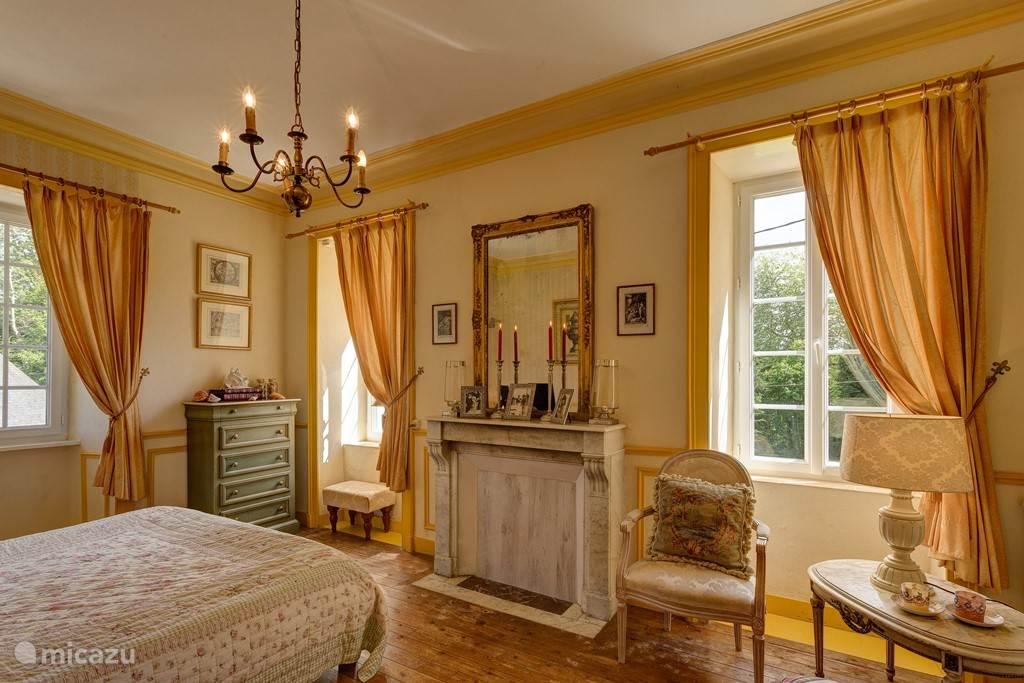 mooie romantische kamer met open haard