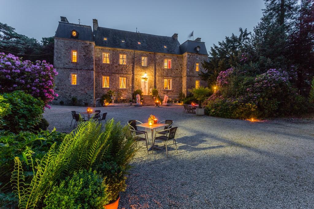Herfstvakantie op een Normandisch kasteel bij Nederlanders. Sfeervol verblijf, sommige appartementen open haard 20 % korting op geadverteerde prijs