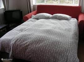 Slaapbank voor als u met 6 personen komt(deze bevindt zich in de woonkamer)