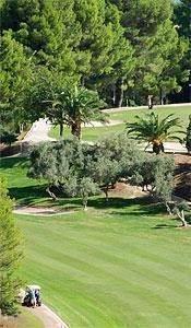 Meerdere golfbanen zijn aanwezig in de buurt van de villa