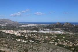 Uitzicht vanaf het viewpoint Montre Pedreguer (slecht 2 minuten rijden van de villa)
