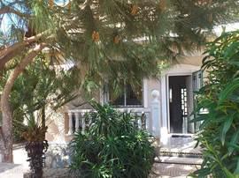 Voorkant van het huis en de loggia