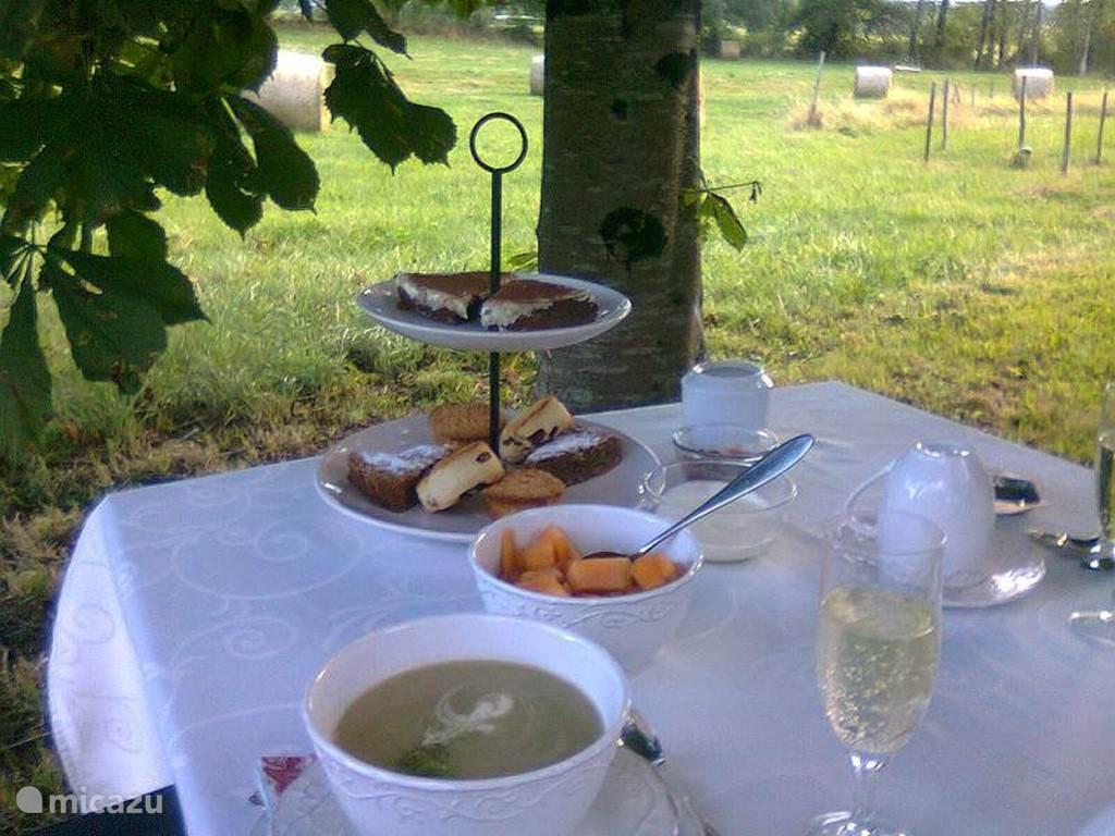 High Tea onder de kastanjeboom