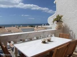 Luxe duplex driekamer appartement met dubbel balkon en een fantastisch uitzicht op zee