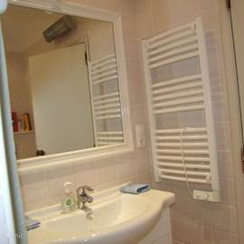 Separate badkamer, dubbele wastafel