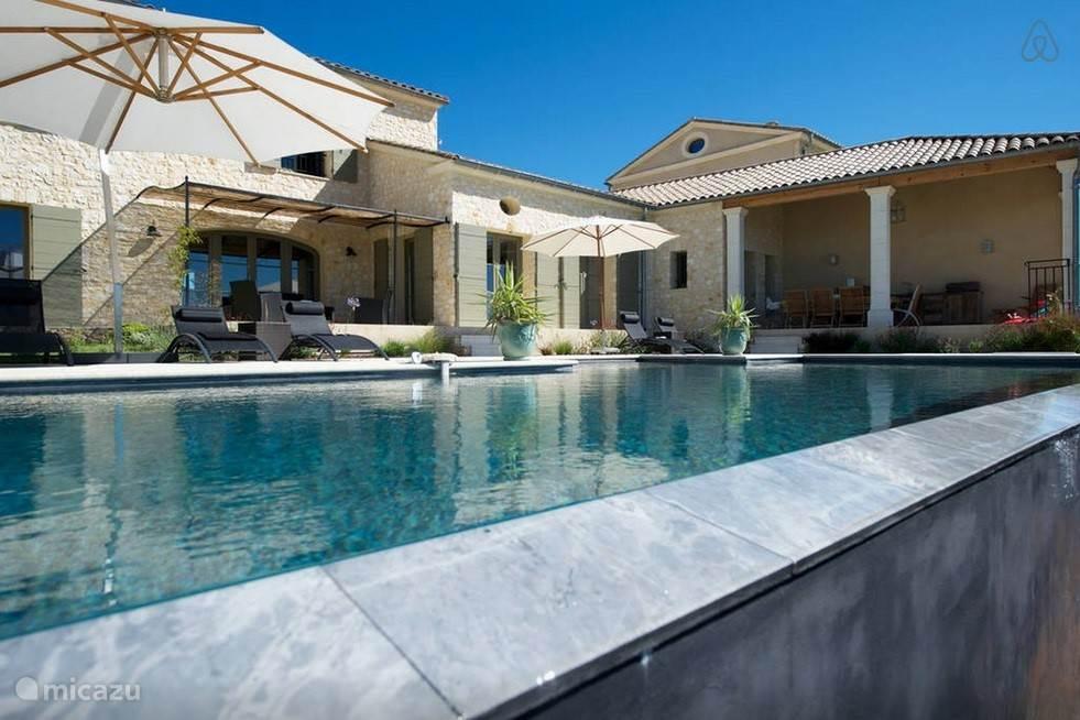 zwembad, ontworpen door Diffazur en verwarmd