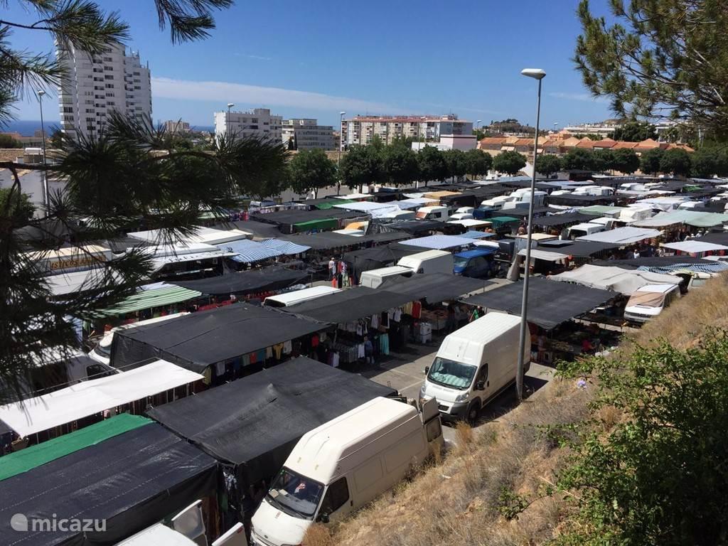 De markt bij Tivoli World in Arroyo de la Miel, is zeker een aanrader  om de plaatselijke sfeer te proeven