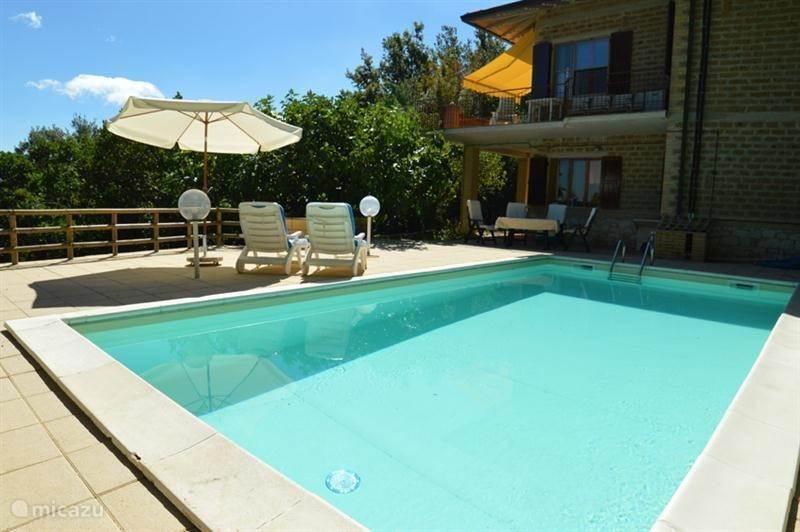Vakantiehuis Italië, Umbrië, Bettona - villa Mooie vakantiewoning met zwembad
