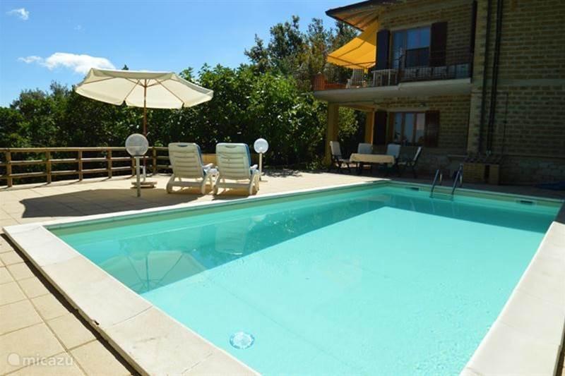 mooie vakantiewoning met zwembad in bettona umbri huren