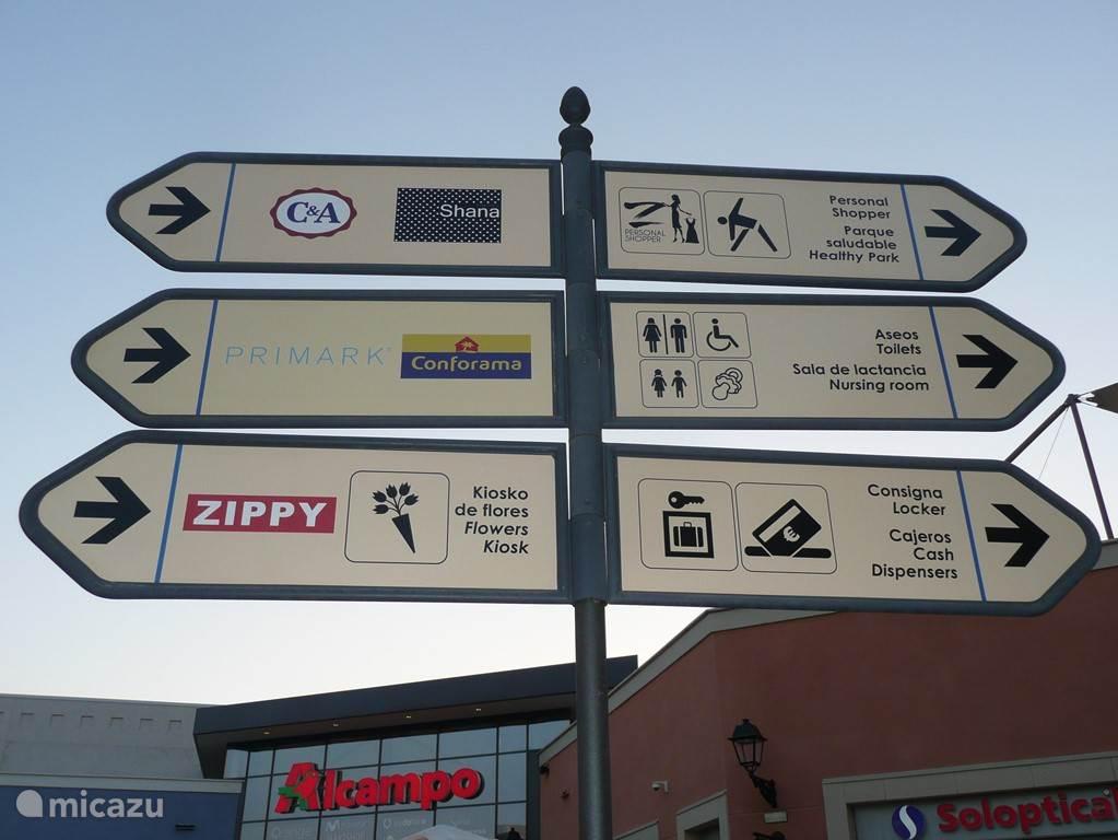 Het mega winkelcentrum 'La Zenia Boulevard', op loopafstand van Casa Veda (+/- 1000m)